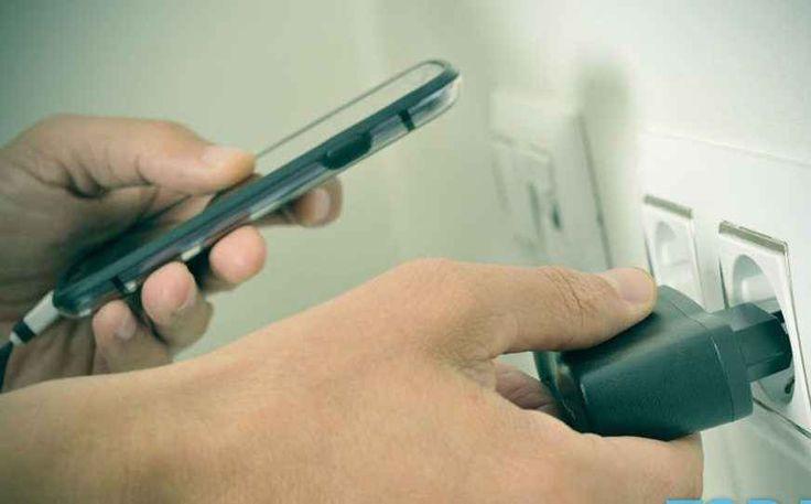 Quanto costa lasciare sempre il caricatore dello smartphone attaccato alla presa #consumi #cellulari #ricarica