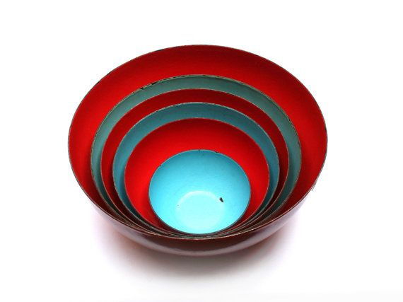 FINEL bowls set . Designed by KAJ FRANCK . Enamel metal . Red and turquoise . Made in Finland . Vintage 1950s