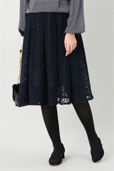 レースギャザースカート  レースギャザースカート 18360 2016AW IENA 25th mon plan de Paris.... 11月はPOINT BEAUTE LUXE&PLAY beautypoint . カラーデザインパターンで自由な組み合わせ フランス語でホクロの事はgrain de beaut?(直訳 美の粒)といい美しさを引き立てるものとされています イメージを変える事のできるアイテム達を合わせて新しい美しさを提案します レース素材のギャザースカート フロック加工を施した凹凸のある表面感の素材で仕立てました ダークカラーのフロック加工のレースは秋冬らしい温かみのある印象に ダークグリーンの裏地がレースの隙間から覗き雰囲気のある一枚です ウエストゴムのイージー仕様で楽な履き心地も魅力 取り扱いについては商品についている品質表示でご確認ください フロック加工 着用や洗濯を繰り返すことにより毛羽が少なくなります こちらの商品はIENAでの取り扱いになります 直接店舗へお問い合わせの際はIENA店舗へお願い致します モデルサイズ身長コート着用:168cm…