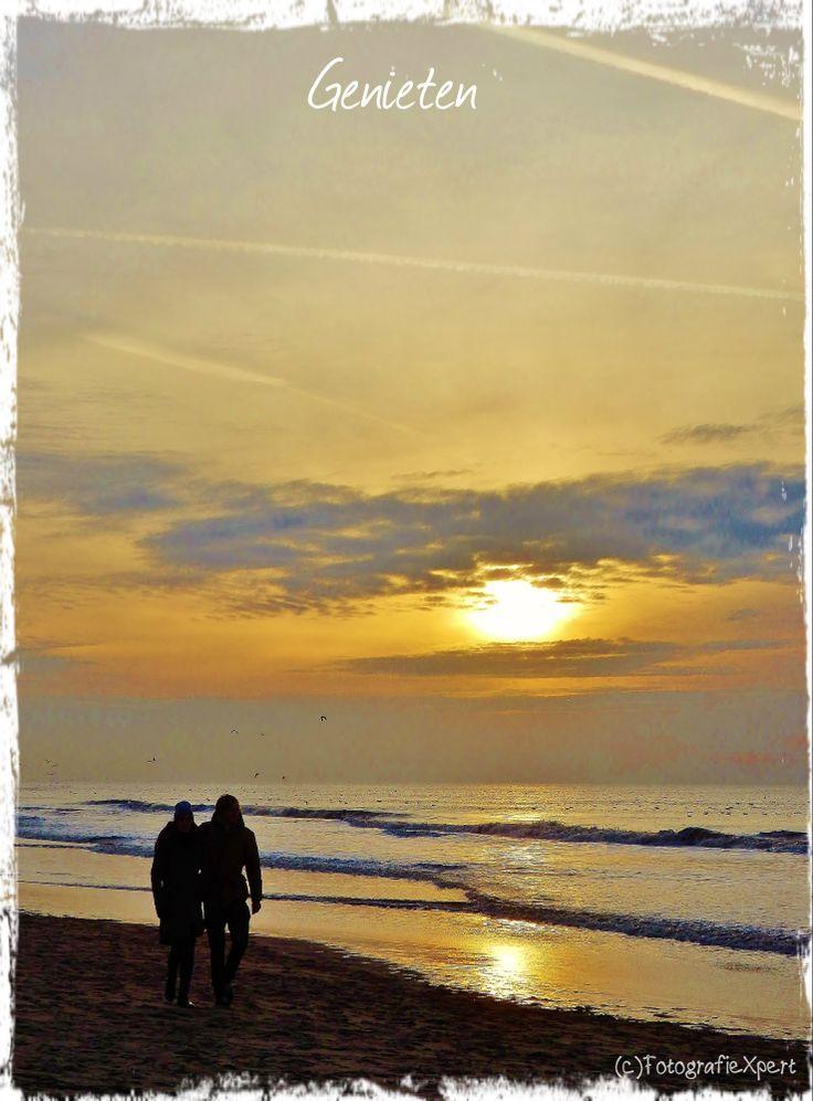 Genieten [enjoy together at the beach]