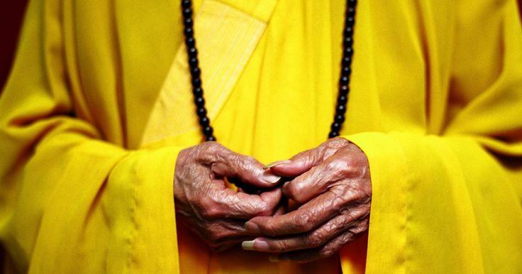 """Como fazer um juzu. Um juzu, também conhecido como contas Bodhisattva, é um rosário budista japonês usado para contar mantras durante a meditação. Muitas configurações diferentes das contas existem para a criação do juzu, mas uma das mais populares é uma que utiliza 108 delas, onde cada uma representa 108 aflições ou """"klesas"""" na vida de uma pessoa. O juzu também ..."""