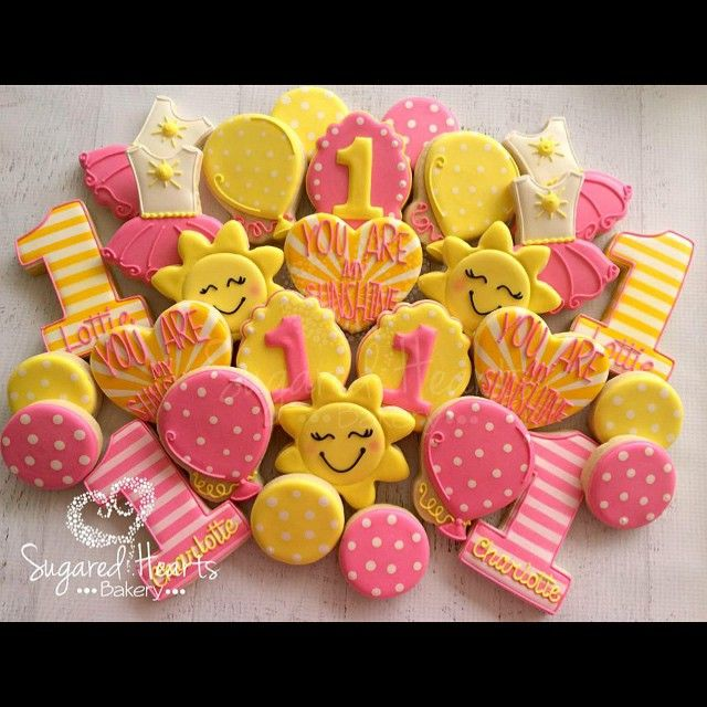 It's raining here in AZ which makes me just as happy as looking at these cheerful cookies!  #Sugaredheartsbakery #sunshine #youaremysunshine #firstbirthday