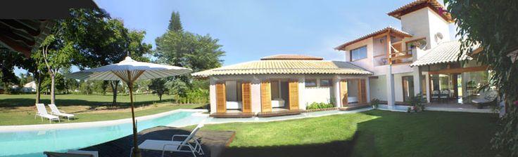 Casa em Campo de golfe com pátio Interno. Arq.Bianca Farinazzo e Lydia Garcia.
