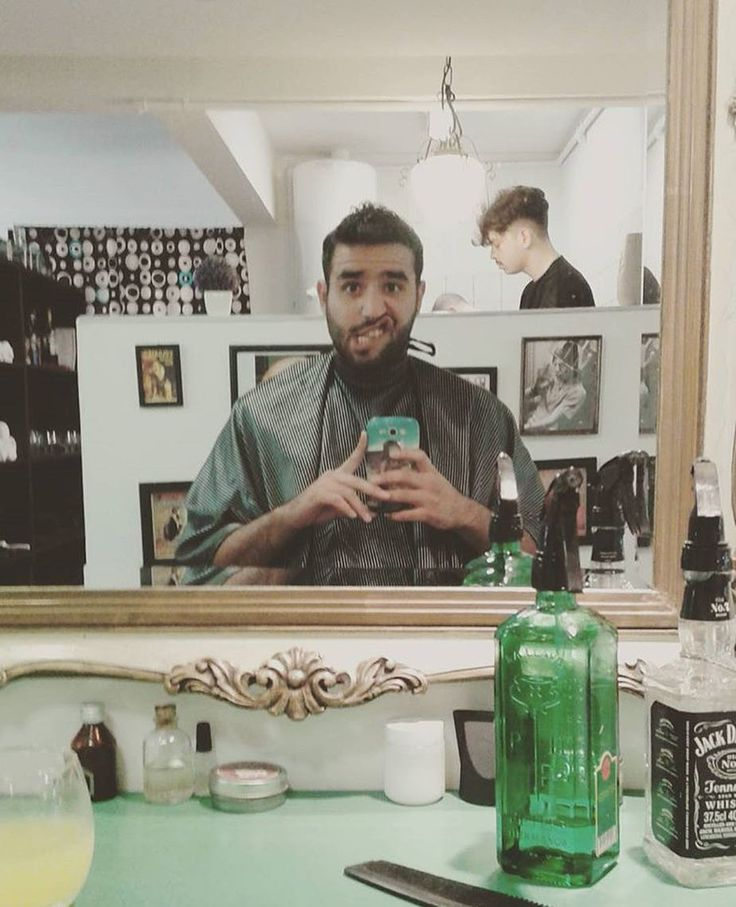 #Repost @luchosausset1  Hoy comenzamos acortando la semana con #Manchesteros que comparten su experiencia en las redes mostrando su alineado corte o su nuevo detalle en la afeitada.  Hacelo vos también disfruta a tu manera de #LaBarberiaDeCordoba  #vscomen #menstyle #menwithclass #barbershop #barberstyle #beard #instabeard #barberia #cordoba #menswear #haircut by manchester_barbersaloon