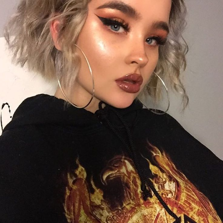 """10.9k Likes, 59 Comments - taylor. (@lilhunnytay) on Instagram: """"my ear is clearly on fire  . . foundation: makeupforever hd foundation stick  highlight: cover fx…"""""""