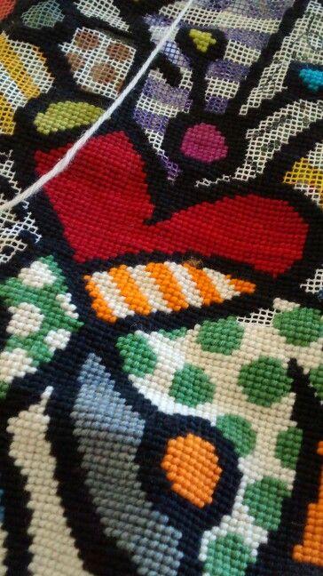 Cojín de punto cruz esterilla dibujada y lana fina, aún no lo termino pero falta poco.**http://www.pinterest.com/alejasolisc/**