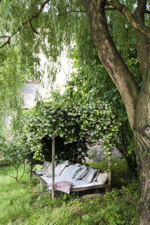 : Gardens Ideas, Outdoor Beds, Gardens Beds, Secret Gardens, Secretgardens, Book, Canopies Beds, Naps Time, Places