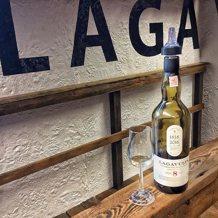 Lady Laga  #Lagavulin #Lagavulin8 #lagavulin200 @lagavulinwhisky @twewhiskyshow #viski #whisky #whiskey #malt #scotch #tadim #viskitadimi #maltingunu #meleklerinpayi #whiskyporn #whiskylove #whiskygram #dram #InstaDram #whiskytasting #whiskywednesday #viskisever #viskitutkunlari #slainte #twewhiskyshow #whiskyshow #London
