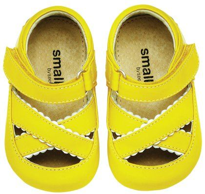 This are so adorable! Too bad they don't come in my kiddo's size. {source} http://www.diapers.com/p/see-kai-run-adele-244307