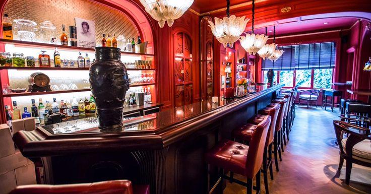 Alice bar: ambiance chicos, amour durable Situé au-dessus du Rouge Tomate, ce bar rend hommage à Alice, dernière propriétaire des lieux. Aménagé comme un a