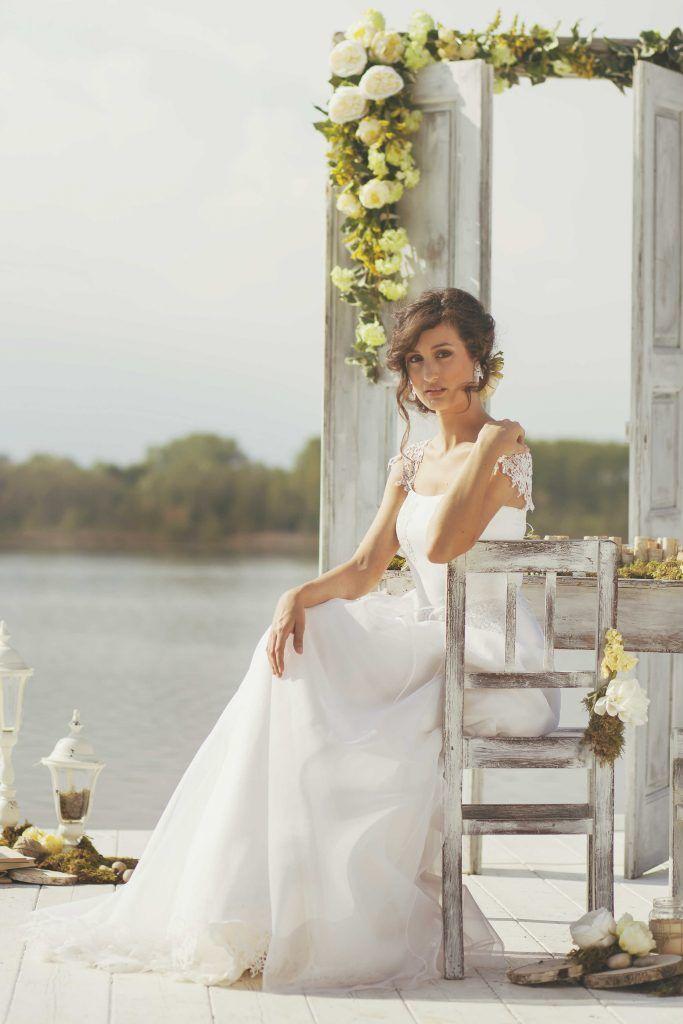 Uno inspiration shooting ambientato sul lago di Candia a Candia Canavese, una cornice unica per un matrimonio sofisticato ed elegante.