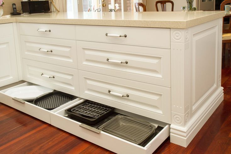 Traditional kitchen. Kickboard drawers. www.thekitchendesigncentre.com.au