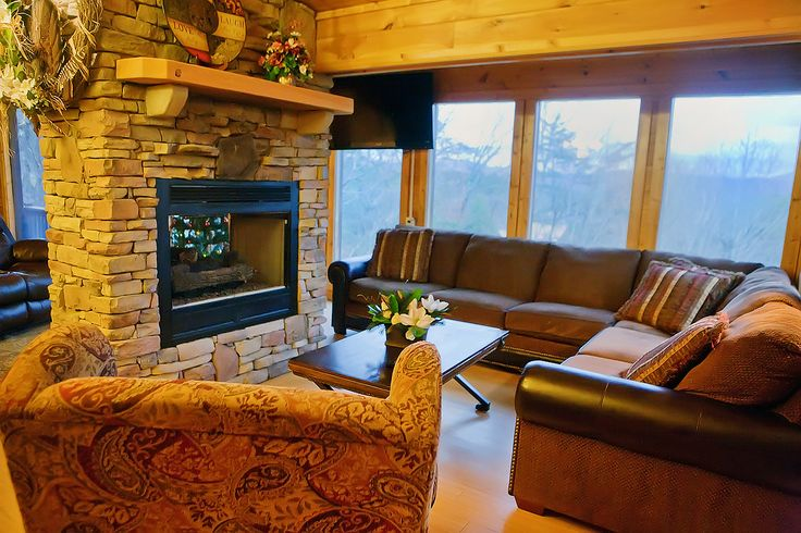 Rocky Top - Awesome Mountaintop views. Free long-distance calling (in the US) and wireless internet services. 5 TVS with DVD players and Charter TV services! Newly-remodeled cabin has everything you desire to make your own special memories. Fun Firepit! #hearthside