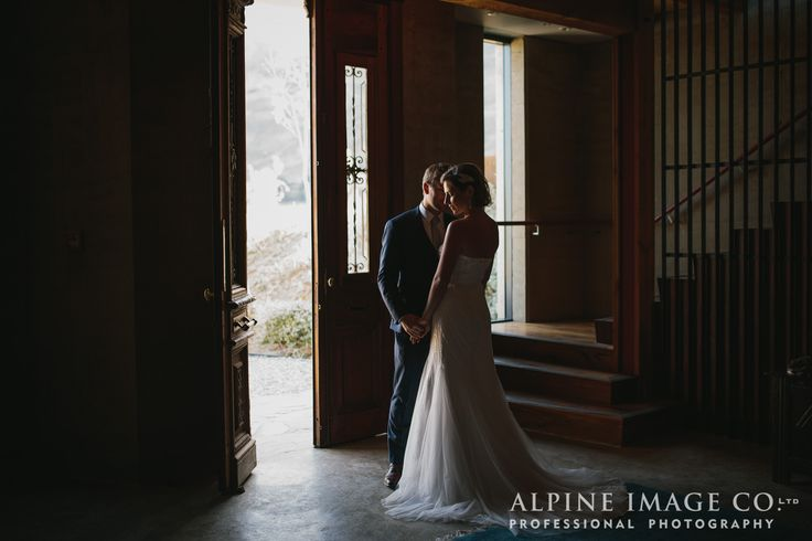 Rippon Hall makes for a beautiful reception venue in Wanaka, New Zealand. Photography by Alpine Image Company.