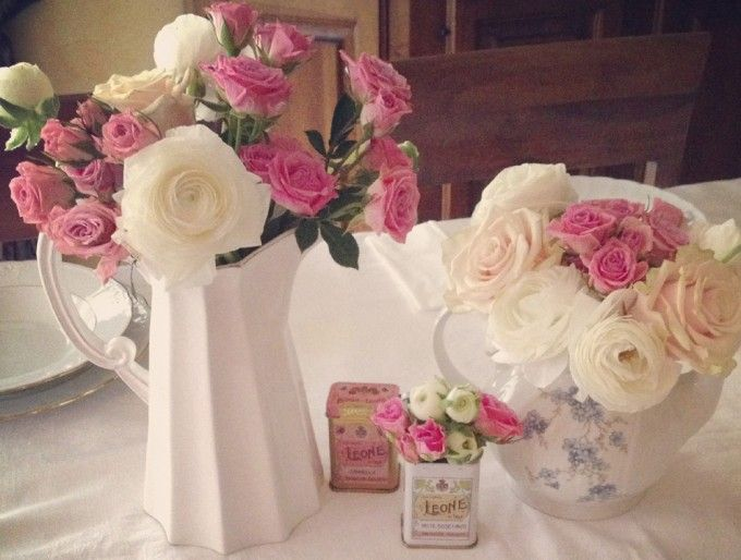 Light pink ranunculus and roses for spring centrepieces