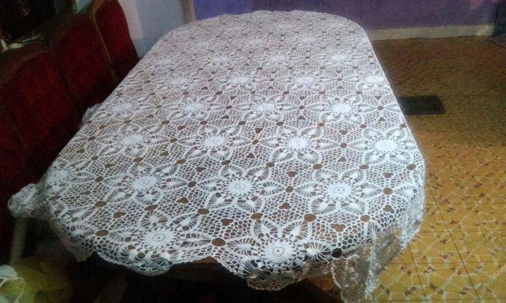 Mantel hecho a mano de hilo crochet en color blanco para mesa de 8 sillas $5,000.-
