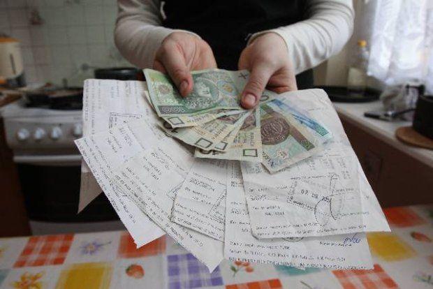 Raty różnych kredytów i pożyczek niejednemu/niejednej z was spędziły sen z powiek.  Jeżeli ilość rat Was przytłacza, to radzę skorzystać z dobrego kredytu konsolidacyjnego- lepiej skonsolidować swoje długi i zamienić je w jeden o tańszych ratach...  http://www.kalkulator.pl/kredyt-konsolidacyjny-kalkulator