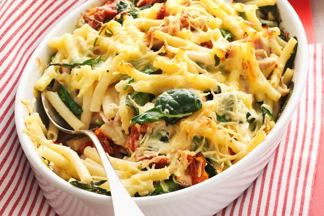 If you love mac and cheese, you're sure to love this simple baked recipe featuring ooey gooey melted cheddar cheese, fresh spinach and colourful red peppers.  The best part is that since it's made with a purchased rotisserie chicken, there is very little work but a great reward!