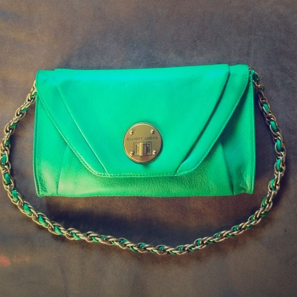 Elliot Lucca green clutch bag NWT Trendy green clutch bag with chain strap, never used with tag. Little denting in back from storage. Elliott Lucca Bags Clutches & Wristlets