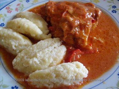 Paprikash di pollo con gnocchi di farina (ricetta romena) - Papricas de pui cu galuste