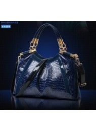 BT4705-BLUE Material : PU Leather Length:    33cm Height:    25cm Depth:      12cm Bag Mouth:  Zipper Long Strap:   Yes 1kg   ..