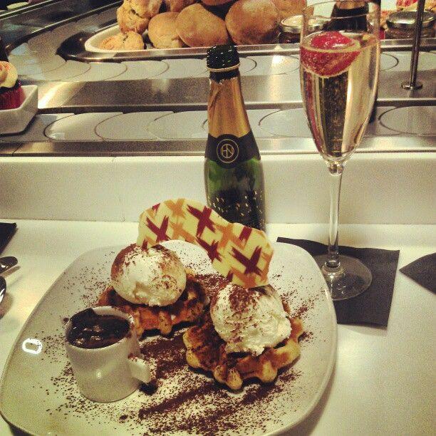 "23 Beğenme, 2 Yorum - Instagram'da @dianeclaymore: ""Waffles!"""