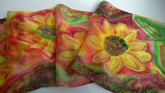 Sciarpa di seta dipinto a mano di fiori di caduta di SilkLetters