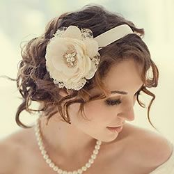 ¿Tienes el cabello corto y buscas un peinado para tu boda? Ésta es una excelente opción.