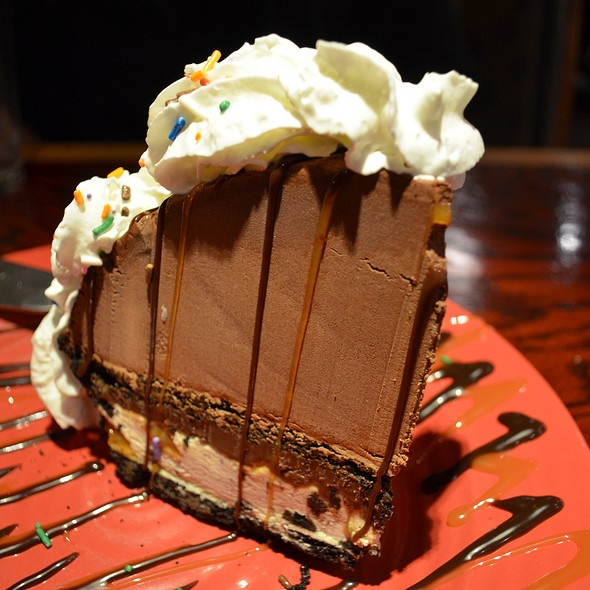 Copycat Red Robin Mountain High Mudd Pie - love this in the restaurant, so definitely want to try this!