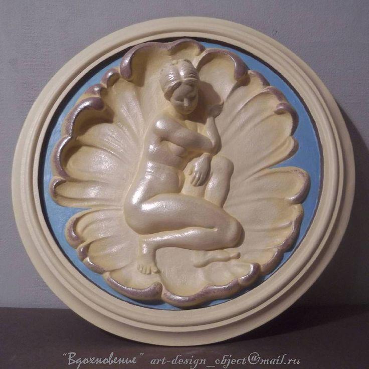 """«Настенный медальон """"Венера""""  диаметр: 30см материал: гипс Цвет: золото фараона с перламутром  стоимость: 4 000 руб  Для заказа медальона пишите на  e-mail: art-design_object@mail.ru"""