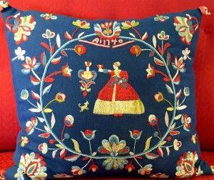 Wedding cushion from Frösön in Jämtland, Sweden. Wool embroidery kit by Brodera mera  Follow us on Instagram: @brodera.mera