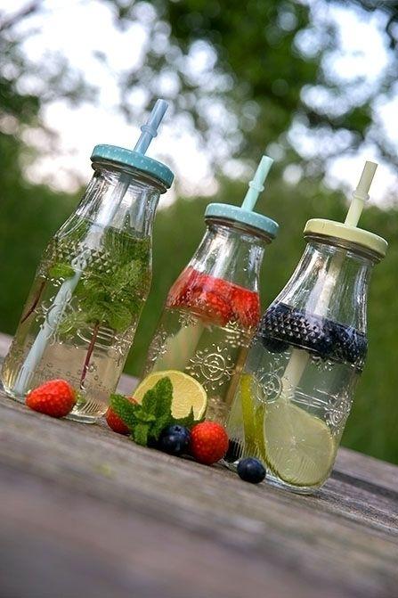 Het is heel simpel, en toch veel te lekker: kook water. Doe hier twee zakjes of een thee-ei met groene thee in. (Om het...