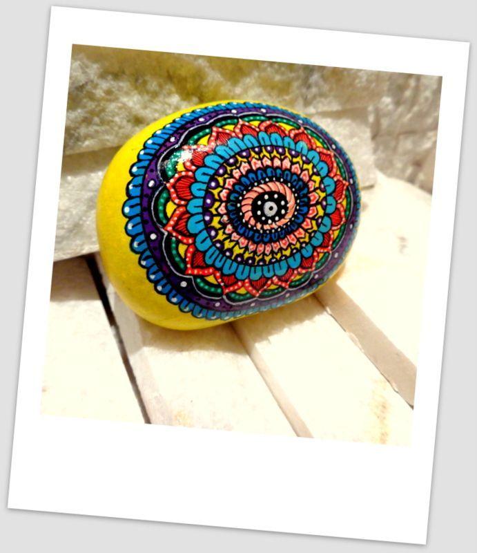 El boyaması renkli taş kağıt ağırlığı Zet.com'da 35 TL