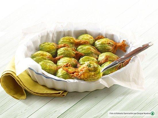 #ricetta di fiori di zucca ripieni di #quinoa e verdure croccanti  |  casadivita.despar.it