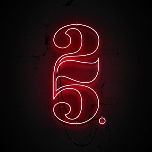 """11.4rb Suka, 65 Komentar - Type Gang (@type.gang) di Instagram: """"Neon is awesome. So is this 25 ligature. Lettering by @emmelylaura⠀ --⠀ Follow us  @type.gang⠀ --⠀…"""""""