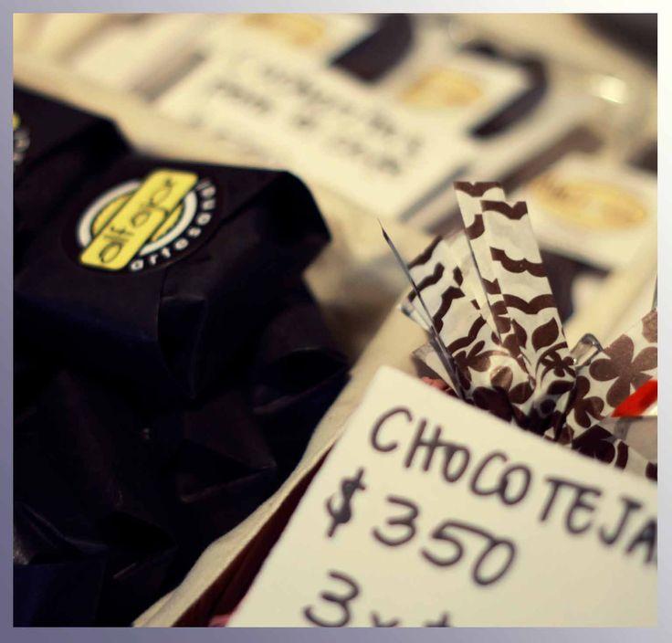 MUchocolates ofrecío alfajores, chocolates, queques, cuchuflies y unas novedosas cucharitas de chocolates... Para fundirlas en leche caliente o hacer del café un mochachino.