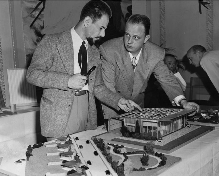 Jacque Fresco and Earl W. Muntz (1947) - Jacque Fresco - Wikipedia, the free encyclopedia