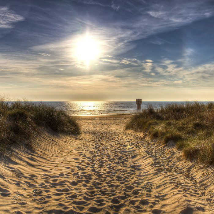 Eine atemberaubende Dünenlandschaft, das Rauschen der Wellen, feiner Sand unter deinen Füßen und ein erstklassiges Hotel — auf Usedom ist …