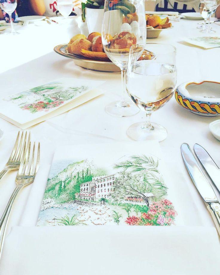 Dîner 🍴 Cet endroit est juste magnifique ✨ #dîner #longweekend #belmond #belmondhotels #hotel #restaurant #hotelview #hoteldereve #taormina #instaphoto #instatraveling #picoftheday #yum #yummy #instarestaurant