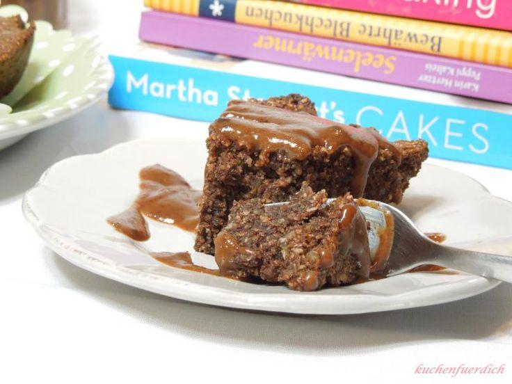 Jaa, ihr glaubt es kaum, auch das geht. Ein super, saftiger, schokoladiger Kuchen, und das Ganze ohne Mehl und Zucker. Doch das ist nicht alles - dazu gibt es eine Kokos Mandel Sauce, die Natur pur...
