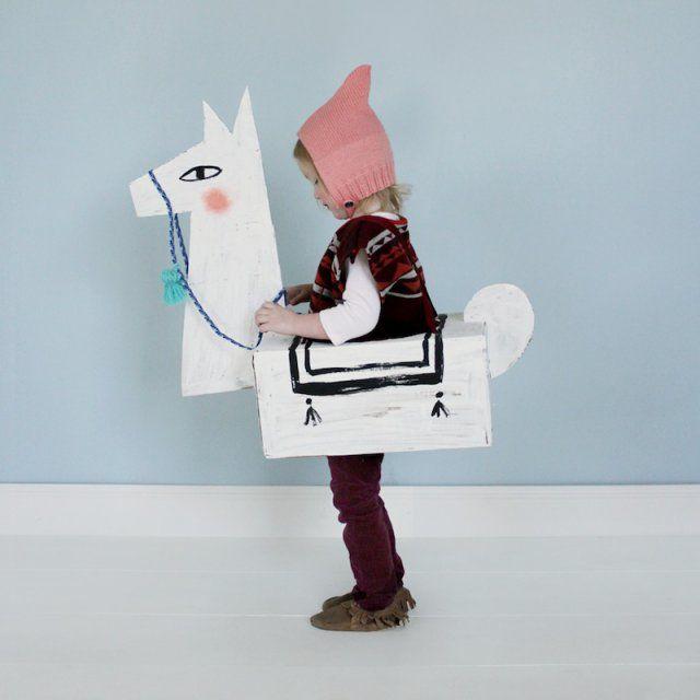 Déguisement cheval en carton
