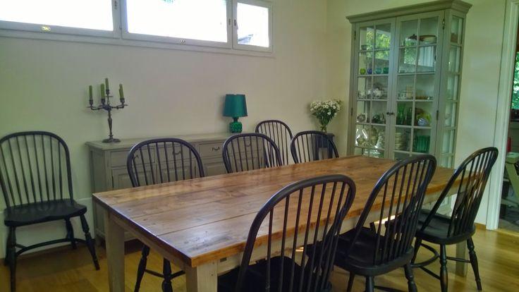 Lankkupöytä on käsitelty vanhan näköiseksi.