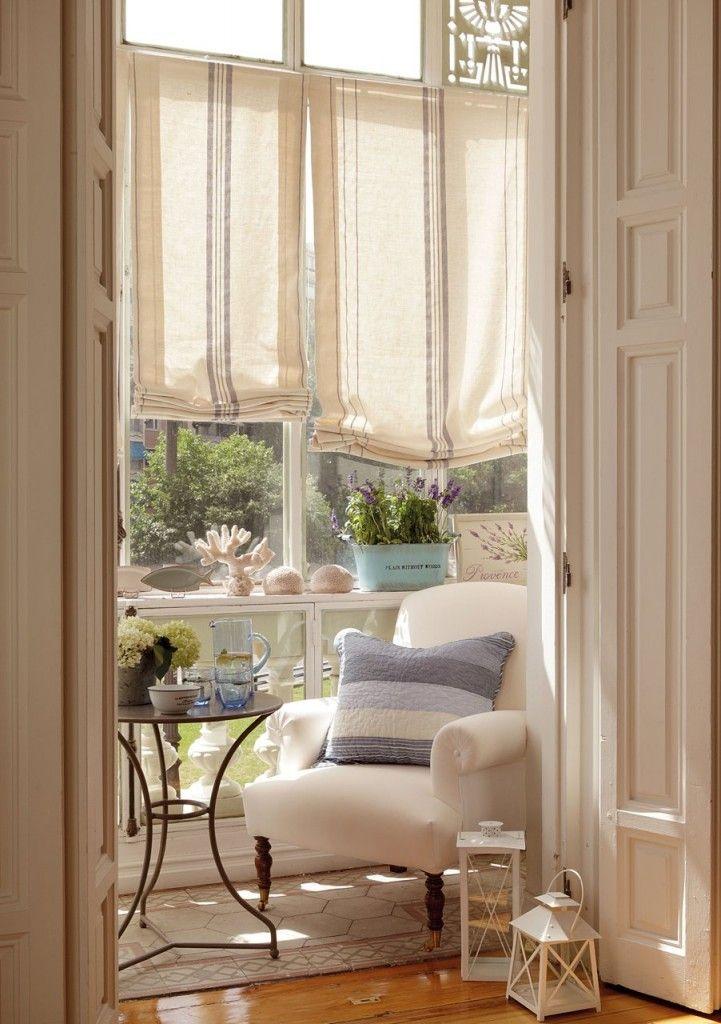 salão de Verão decorado em azul e lavanda.  o armário