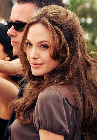 ロングカット×ベース顔さんにおすすめしたいのはアンジェリーナ・ジョリーのヘアスタイル♡♡ハーフアップのアレンジでエレガントな髪型に☆