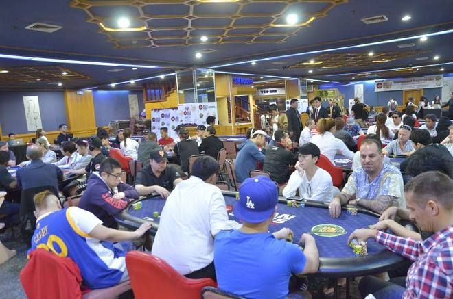Anyang Xu leads the Main Event of APT Asian Poker Series, Day 1C today