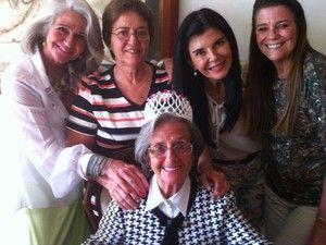 """Angelina Martins é uma senhora de 94 anos, proprietária de um cobiçado imóvel da região da Vila Madalena. Na esquina das ruasCardeal Arcoverde e Horácio Lane está o sobrado que ela aluga para alguns comerciantes- entre eles um barbeiro e a casa de samba Ó do Borogodó. Este é o único imóvel que sobrou na...<br /><a class=""""more-link"""" href=""""https://catracalivre.com.br/geral/inovacao/indicacao/na-vila-madalena-mulher-de-94-anos-nega-venda-de-imovel-para-construtora/"""">Continue lendo »</a>"""