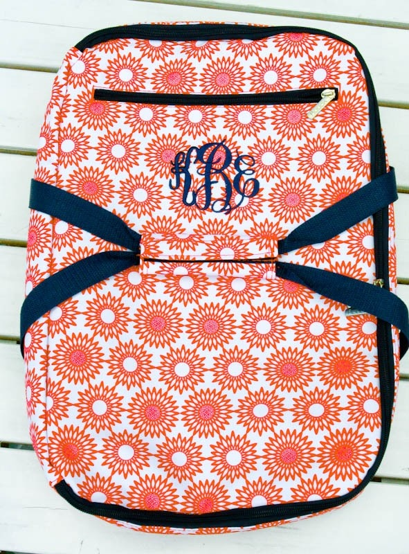 monogrammed casserole carrier -a great gift. Other cute gifts on this site too!Casseroles Dishes, Monograms Casseroles, Gift Ideas, Wedding Shower Gift, Casserole Dishes, Christmas Ideas, Christmas Gift, Christmas Lists, Casseroles Carriers