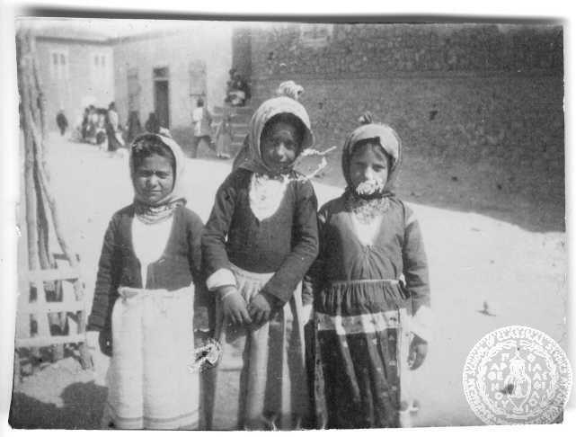 """""""Μικρά κορίτσια στα Μέγαρα-Στα Μέγαρα την Τρίτη του Πάσχα"""".  1896-1899 GENNADIUS LIBRARY ARCHIVES    Photographs from the Historical Archives Ion Dragoumis"""