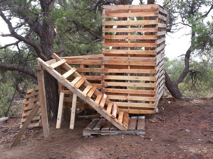 Pallet treehouse pallet creations pinterest for Pallet tree fort
