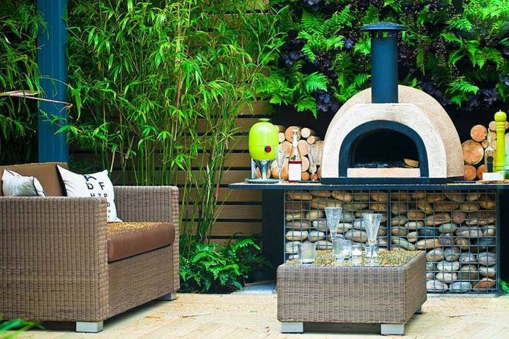 Garten Pizzaofen im modernen Sitzbereich